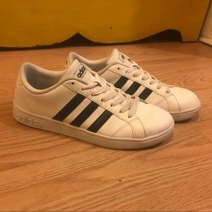 ADIDAS classic white sneakers size 7